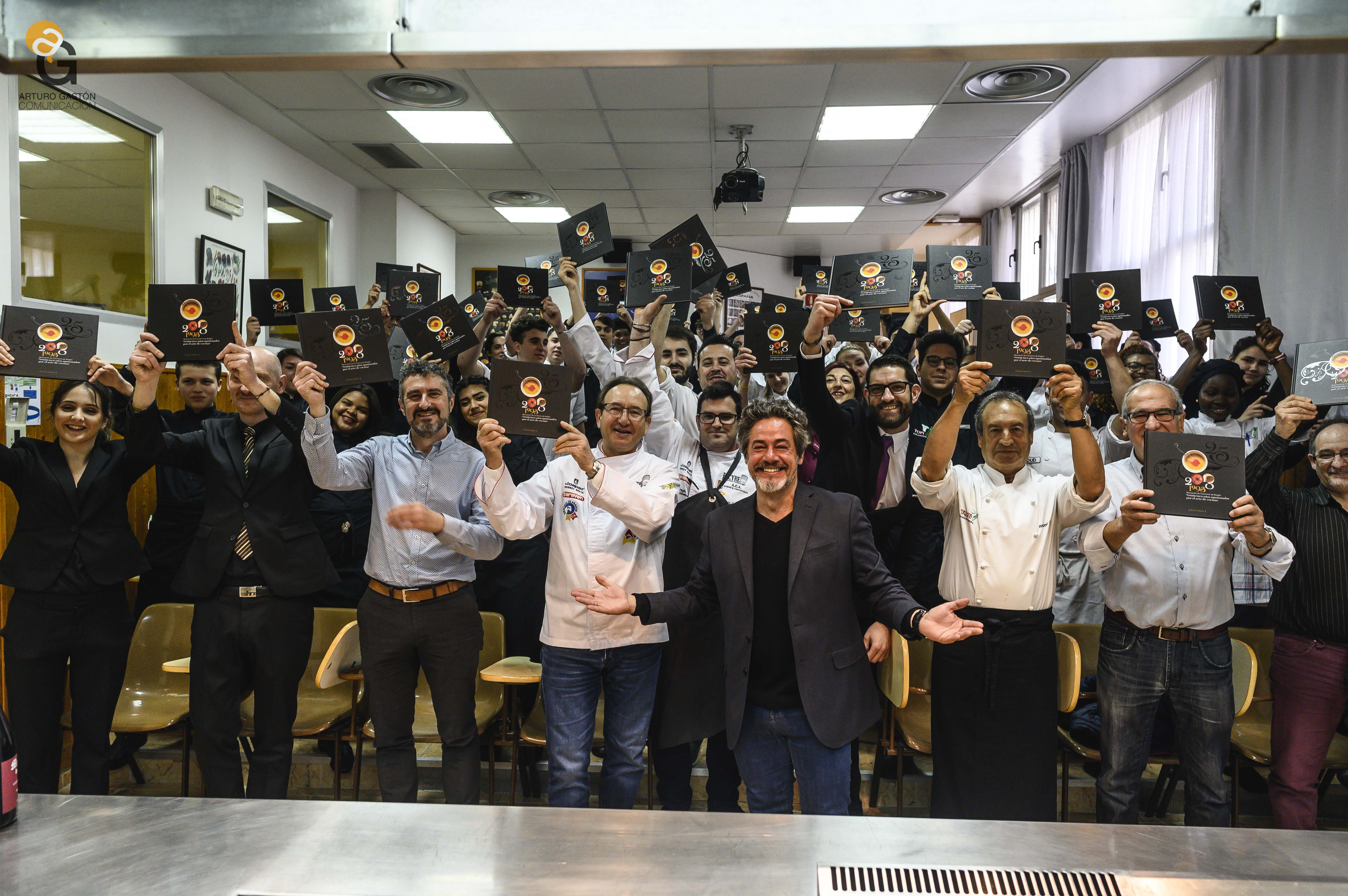 Cocina retrospectiva en Topi para celebrar la presentación del libro 25 años apasionados  por el arte de cocinar